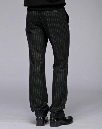 竖条纹裤子搭配图片_黑白竖的条纹裤子配什么上衣好看?-