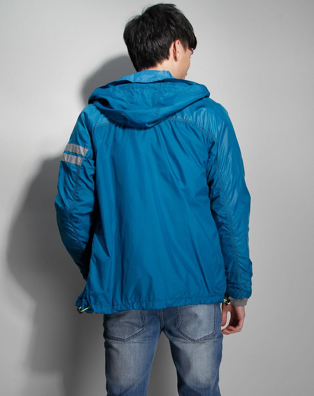 湖蓝色时尚长袖外套