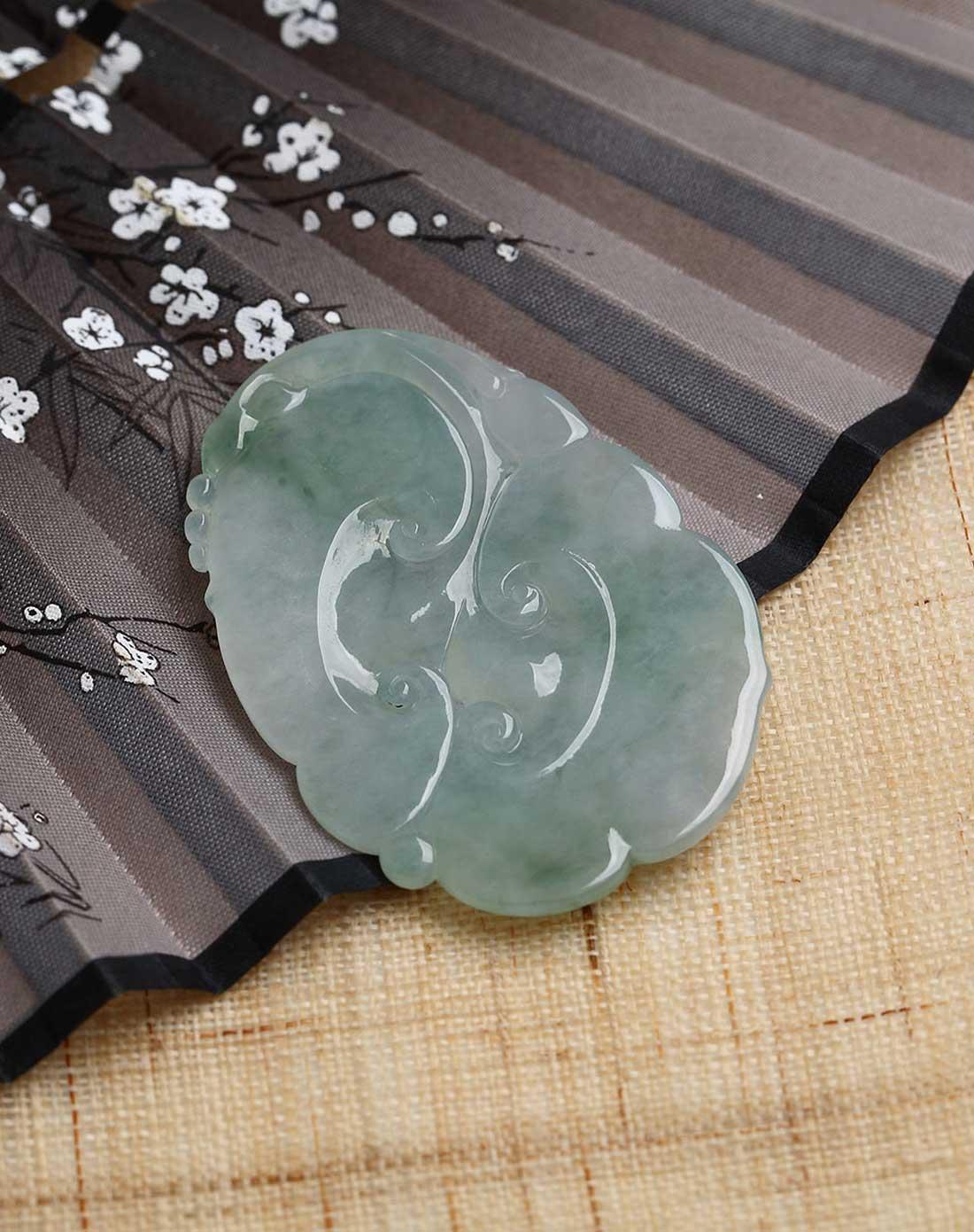 清代翡翠吉祥图案有仙人,佛像,动物,植物,有的还点缀着禄,寿福,吉祥