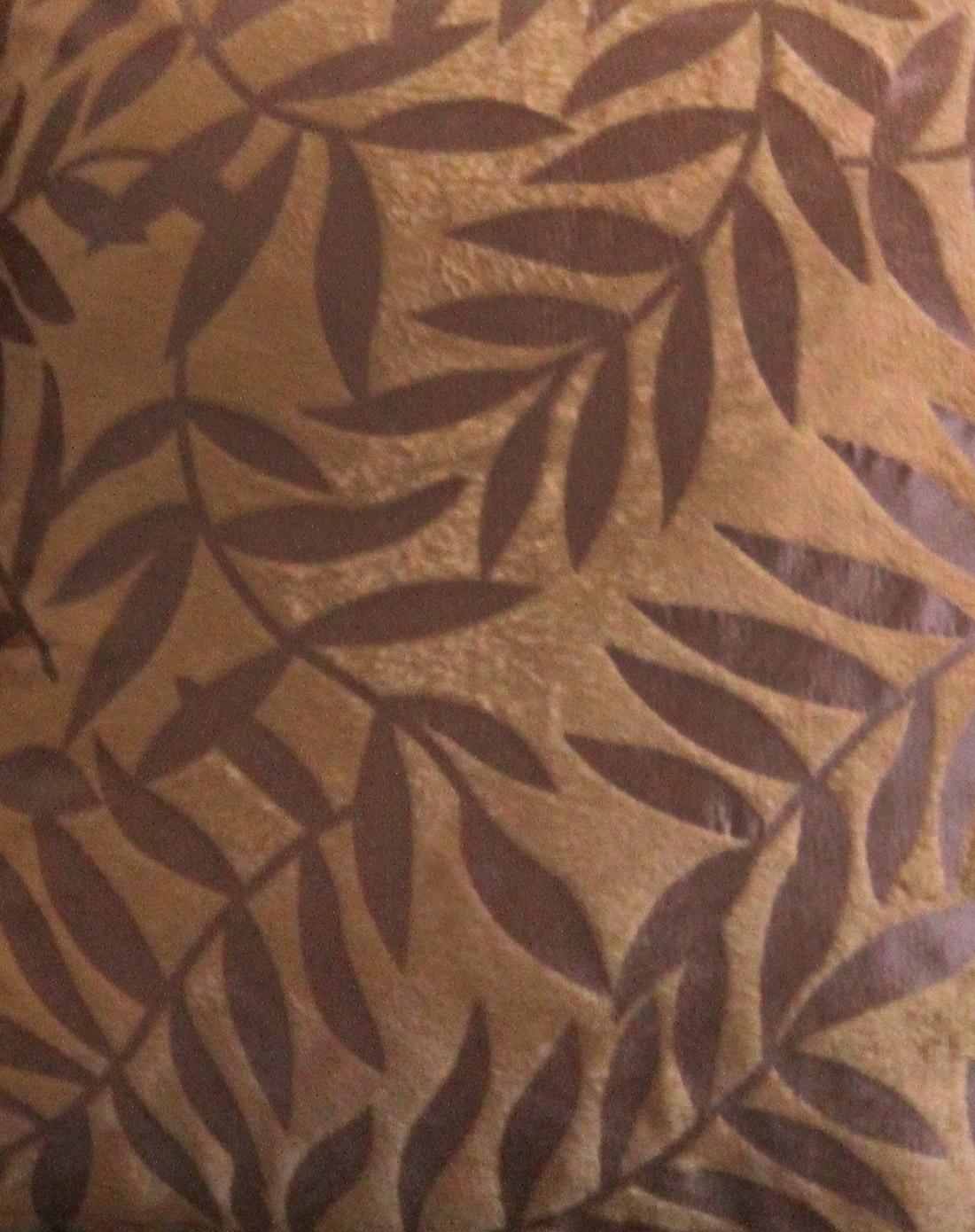 棕色超柔压花树叶抱枕