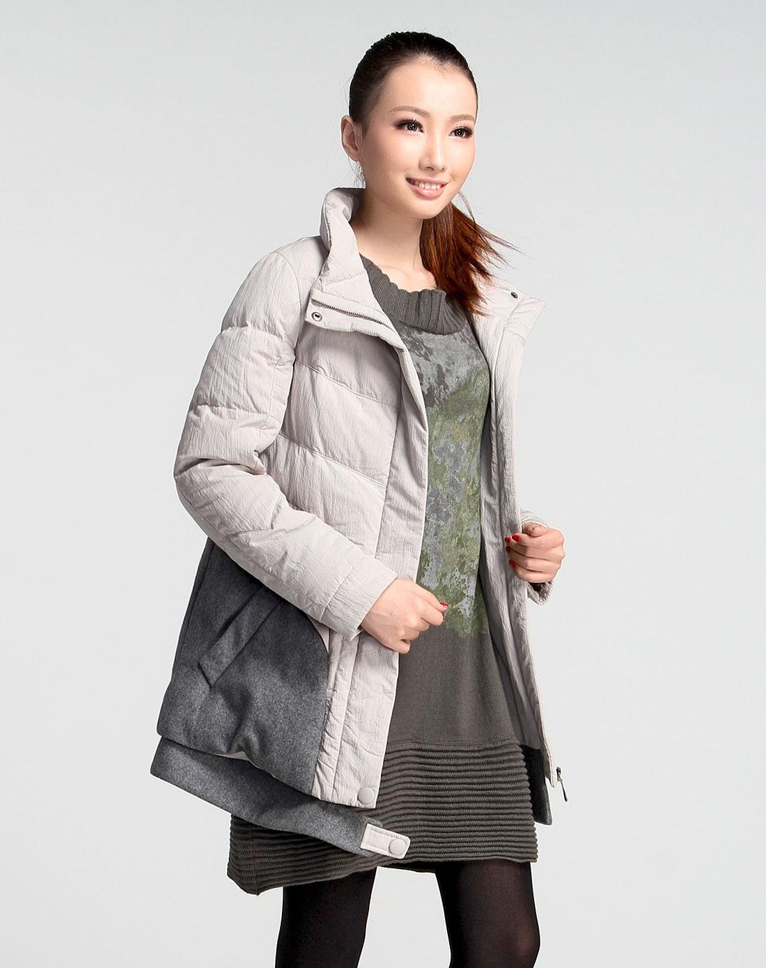 米色时尚长袖羽绒服