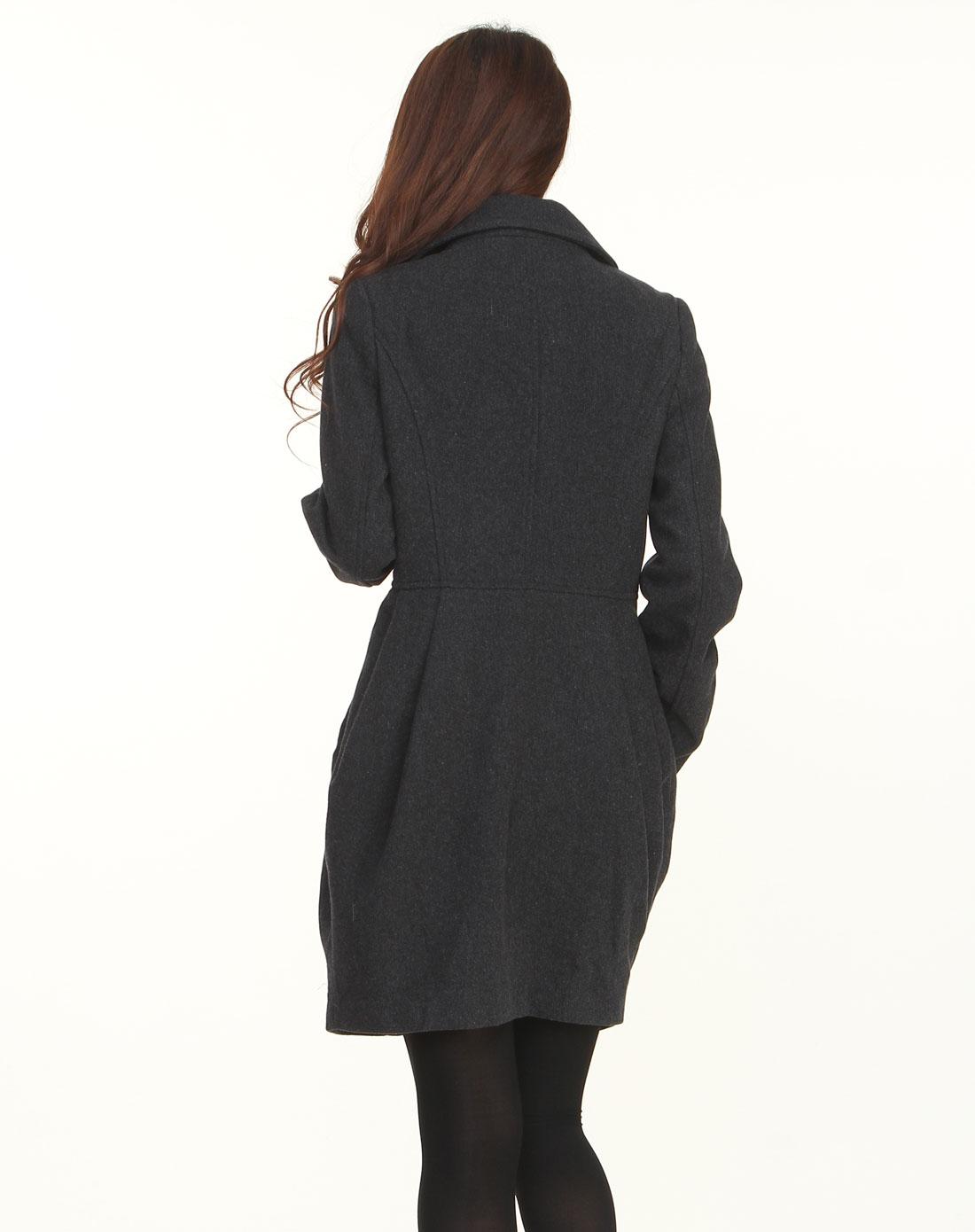黑灰色长袖呢子大衣