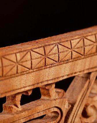 香樟原木手工雕花装饰板(挂件.兰)