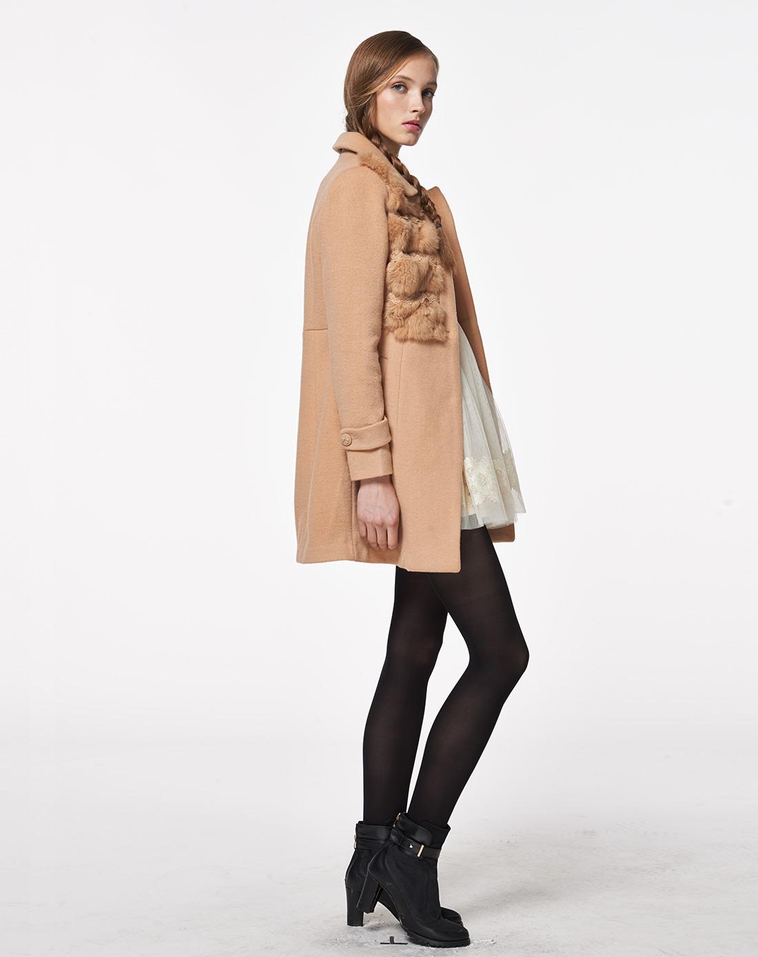 女款浅驼拼接毛边甜美可爱大衣