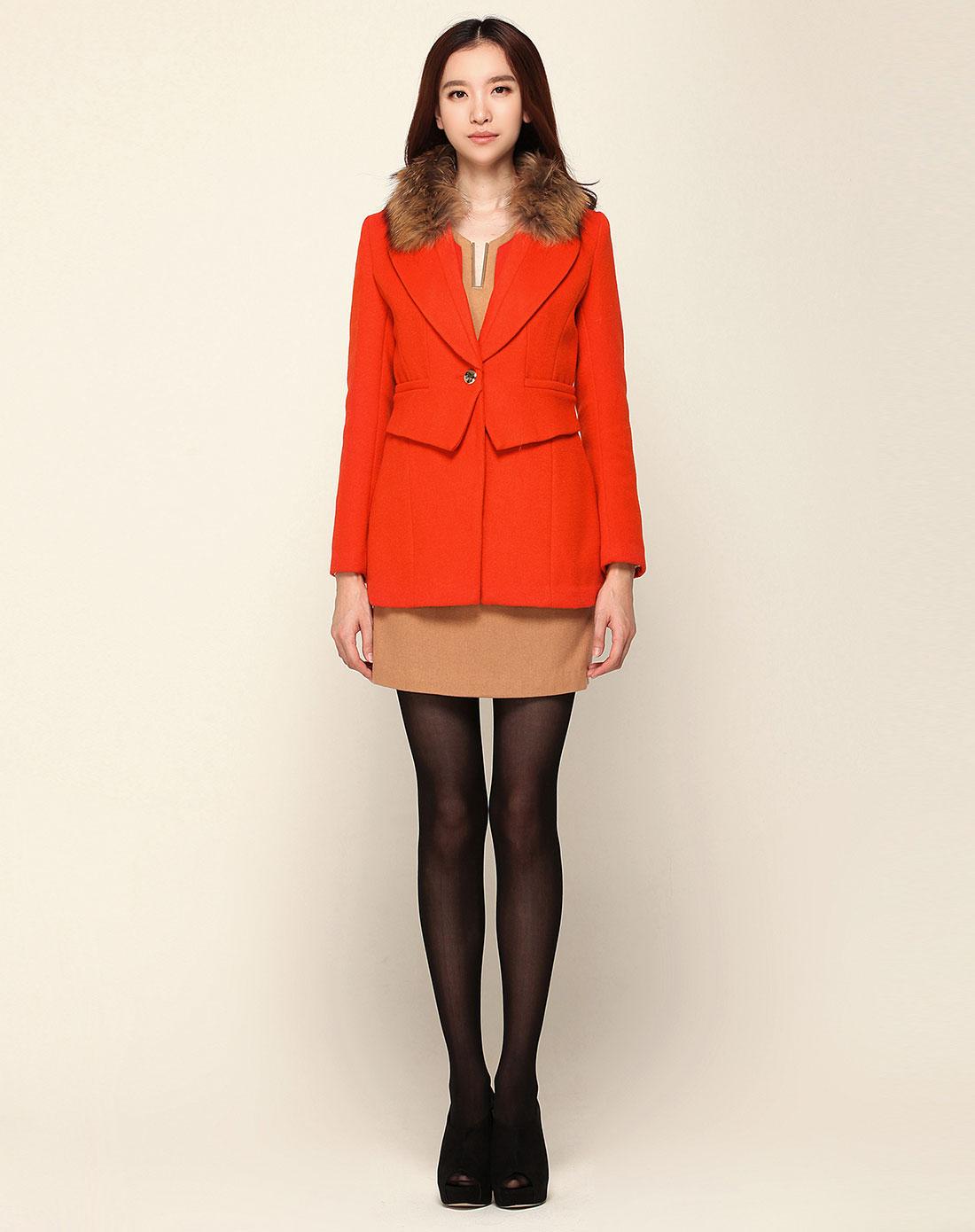 橘红色毛领v领一粒扣中长款大衣