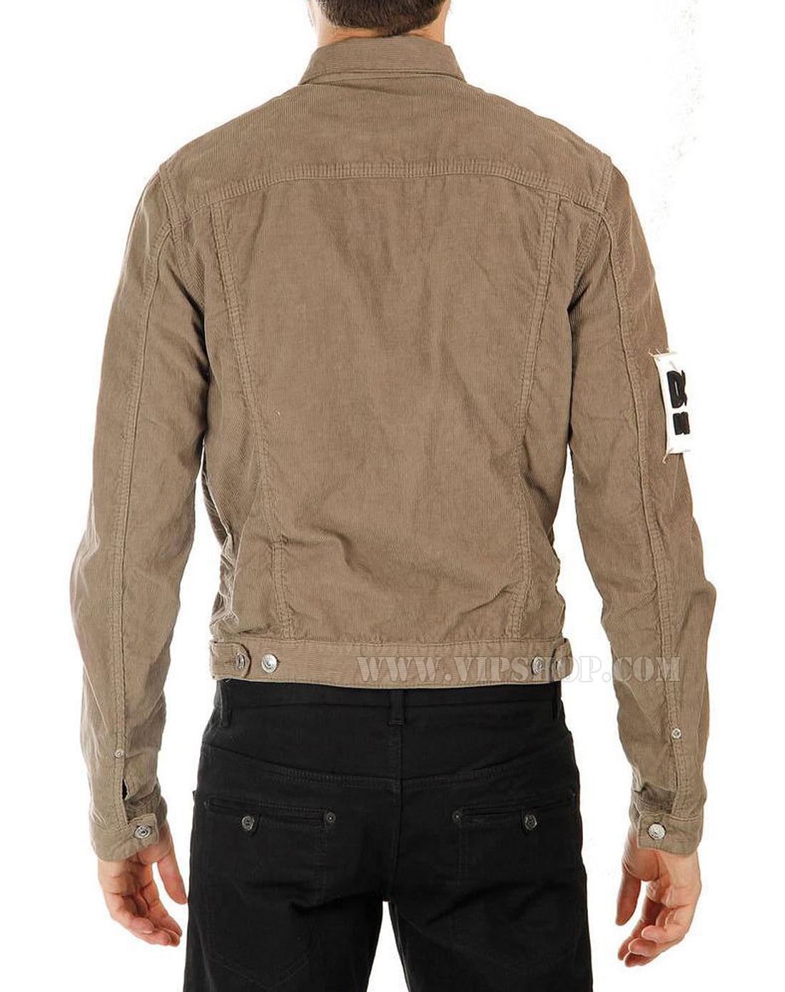 浅棕色外套搭配图片