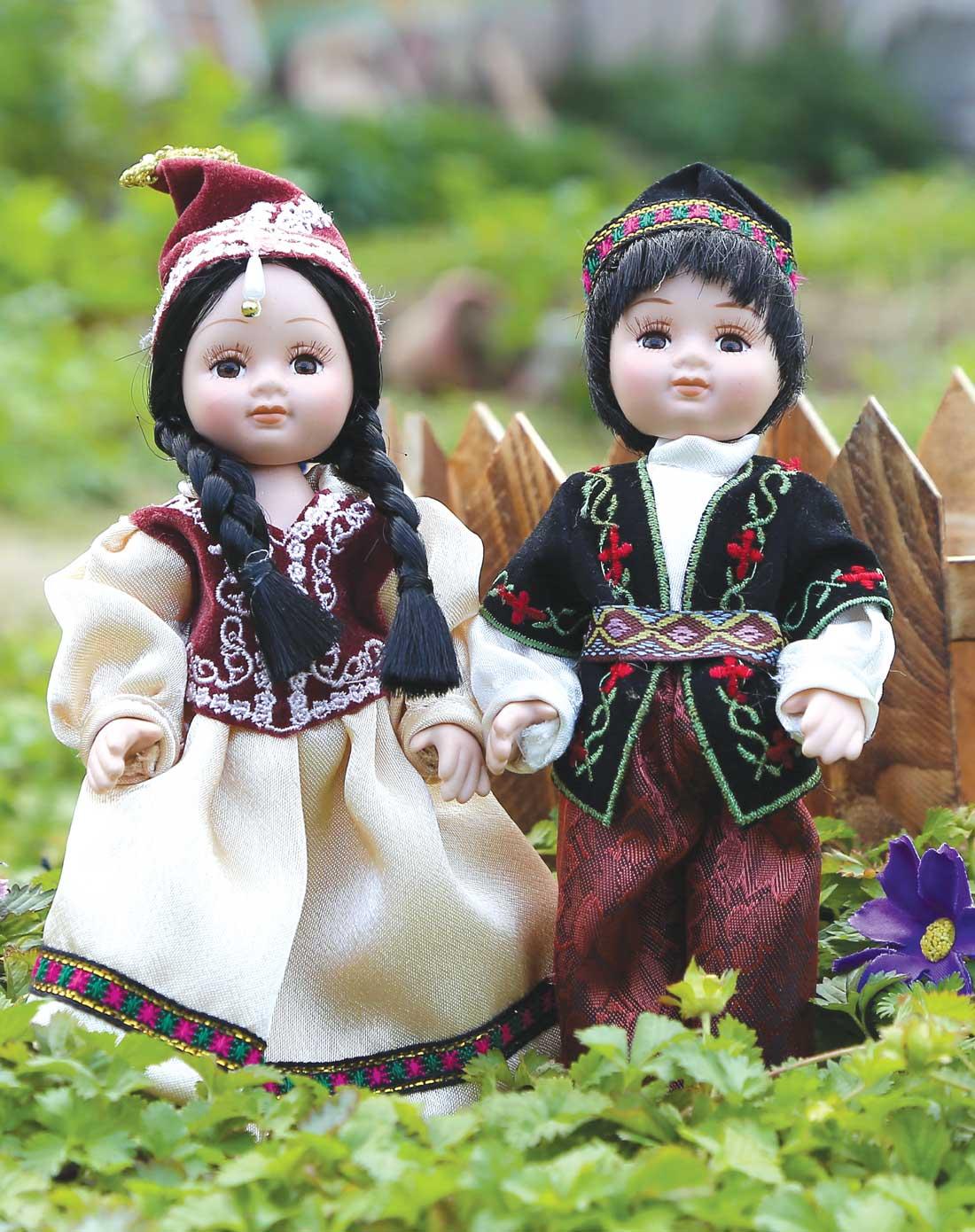 民族盛装陶瓷娃娃-维吾尔族