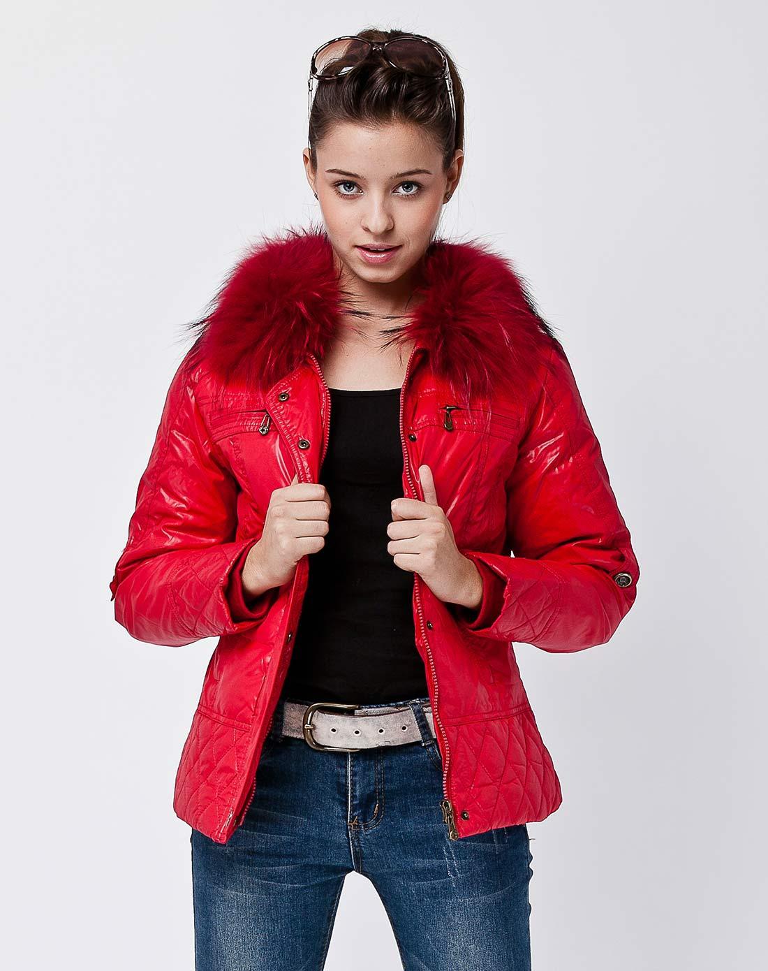女式大红短款羽绒服