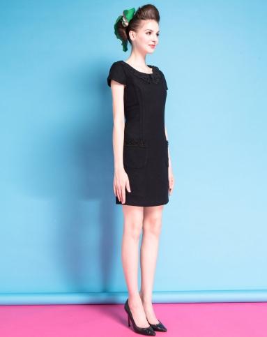 黑色短袖娃娃领连衣裙