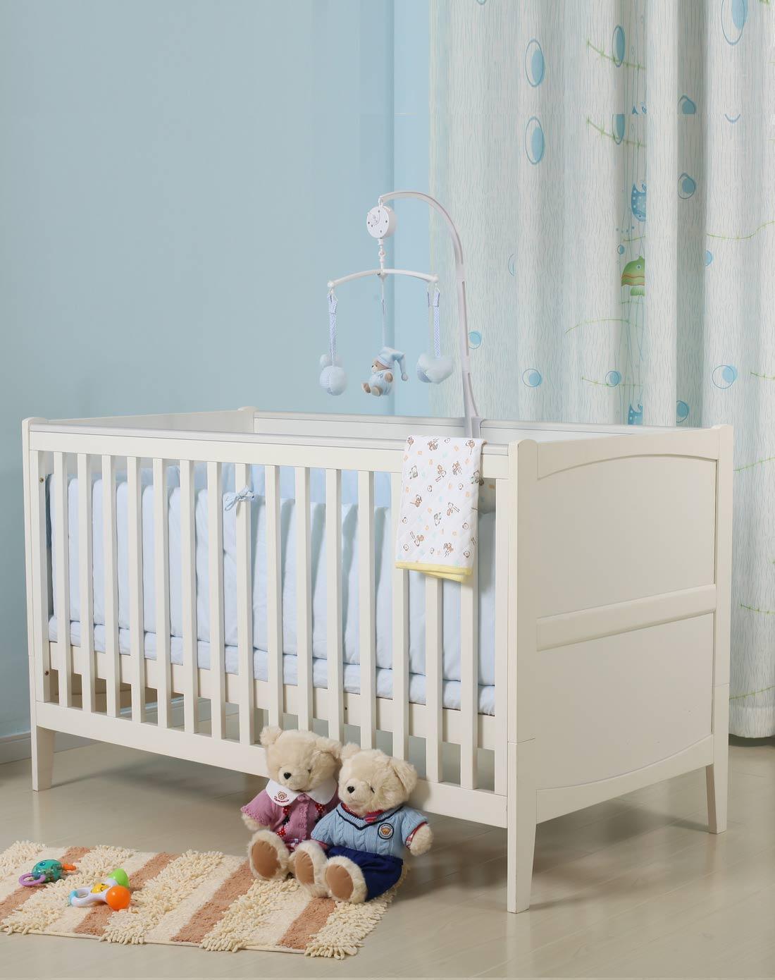 欧式白色婴儿床
