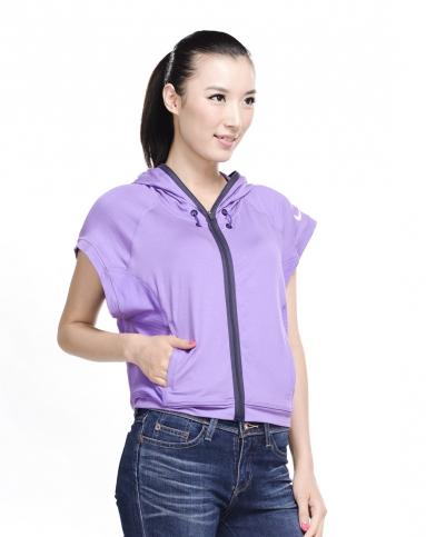 女子紫色短袖夹克