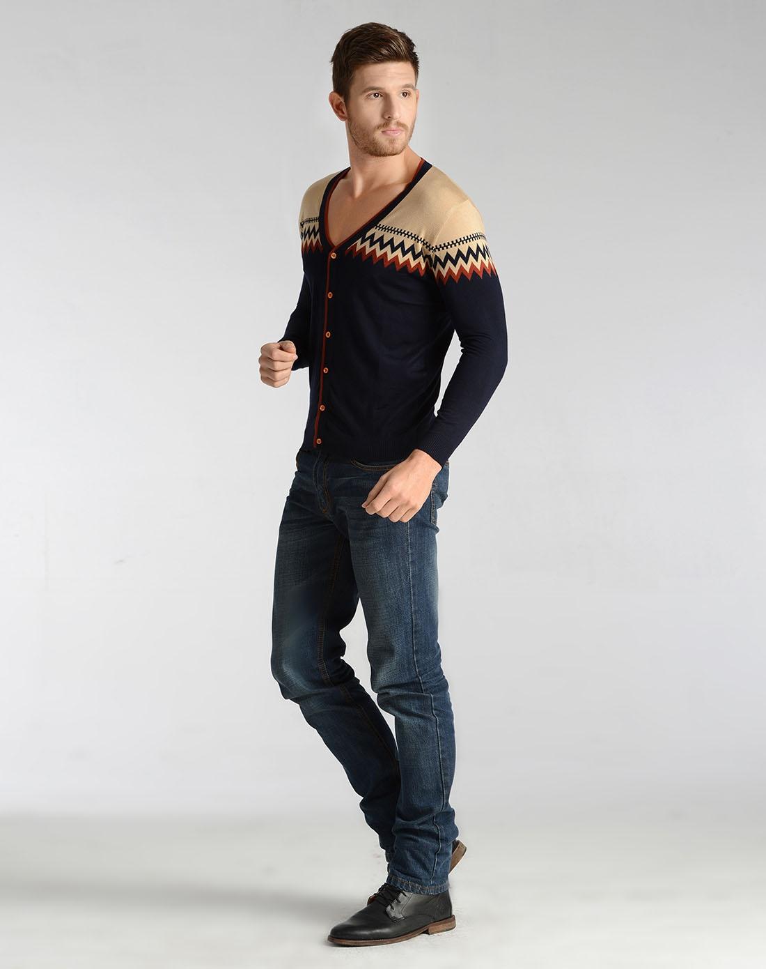 花边毛衣长款搭配什么裤子