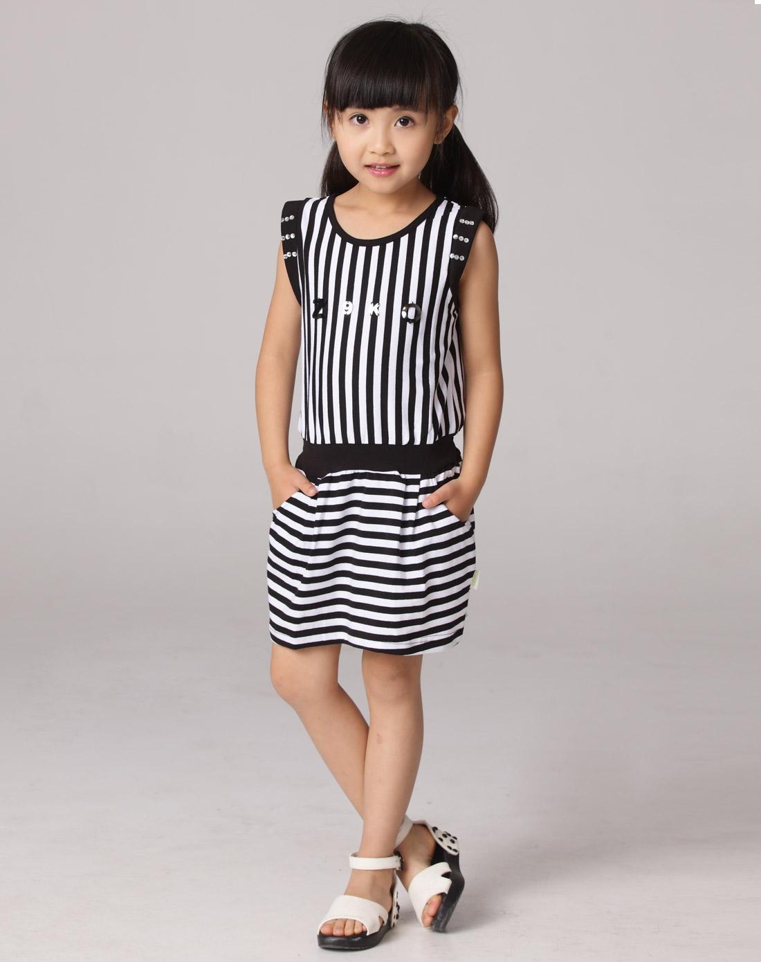 女童黑色连衣裙