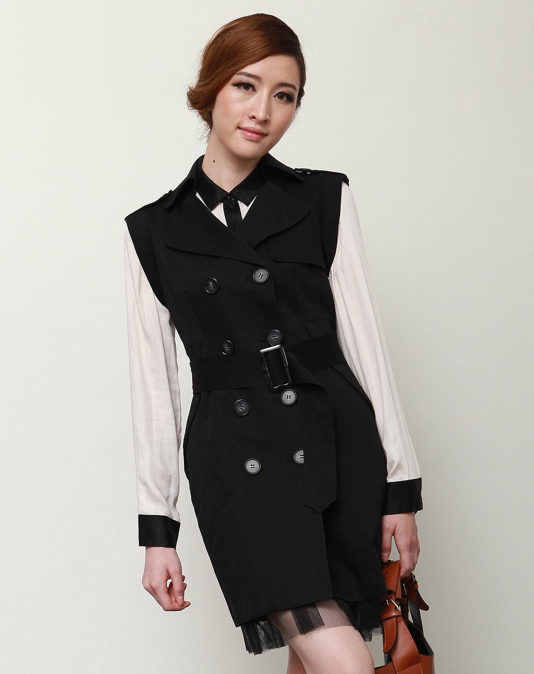 黑色风衣式连衣裙
