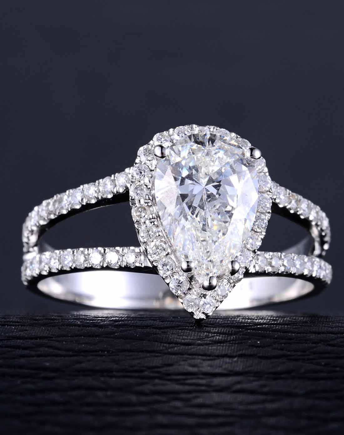 白18k金豪华水滴钻石戒指
