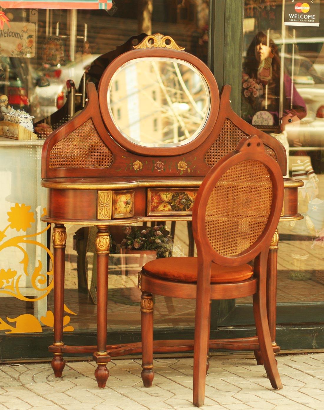 欧式宫廷唯美手绘雕花镜面梳妆台带椅套装