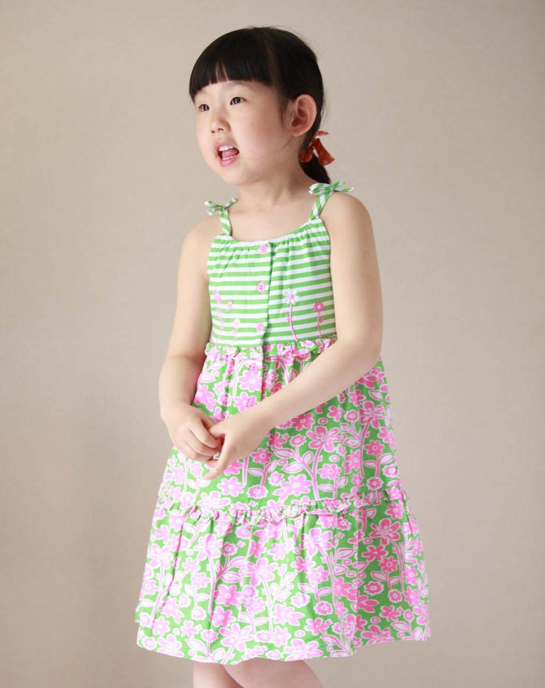女童绿色碎花吊带裙子