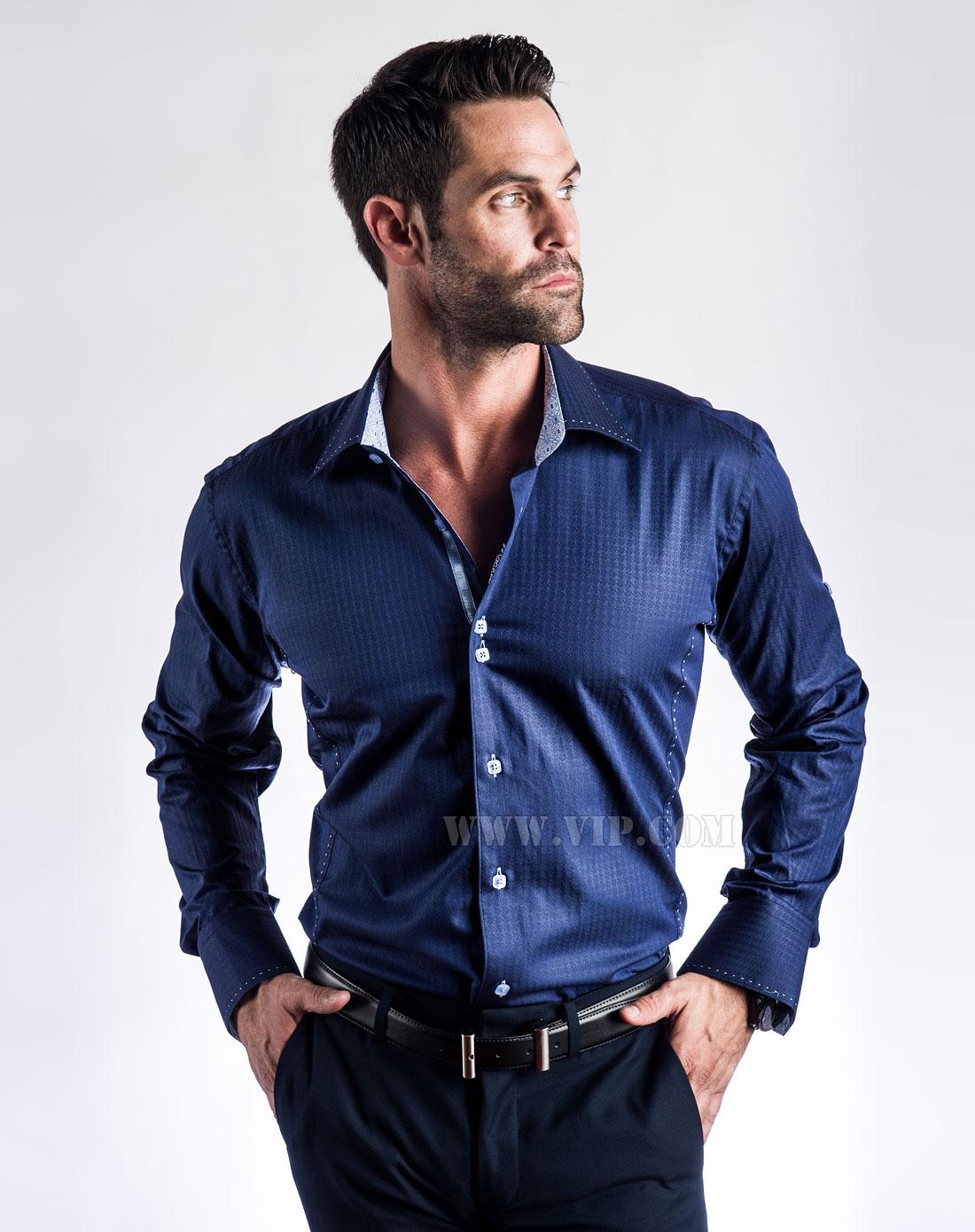 深蓝色西服白衬衫配什么领带
