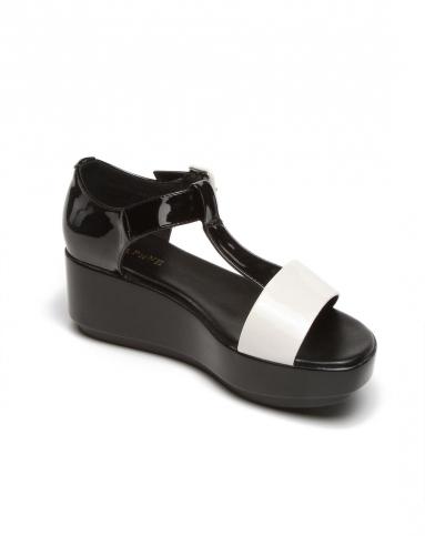 黑白撞色厚底时尚凉鞋
