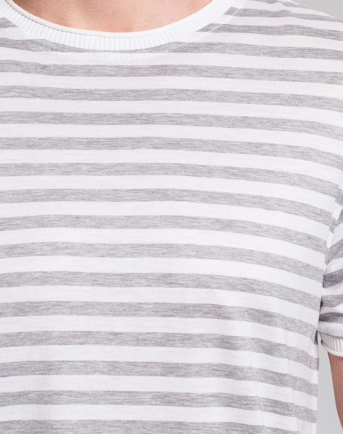 灰白色条纹短袖t恤