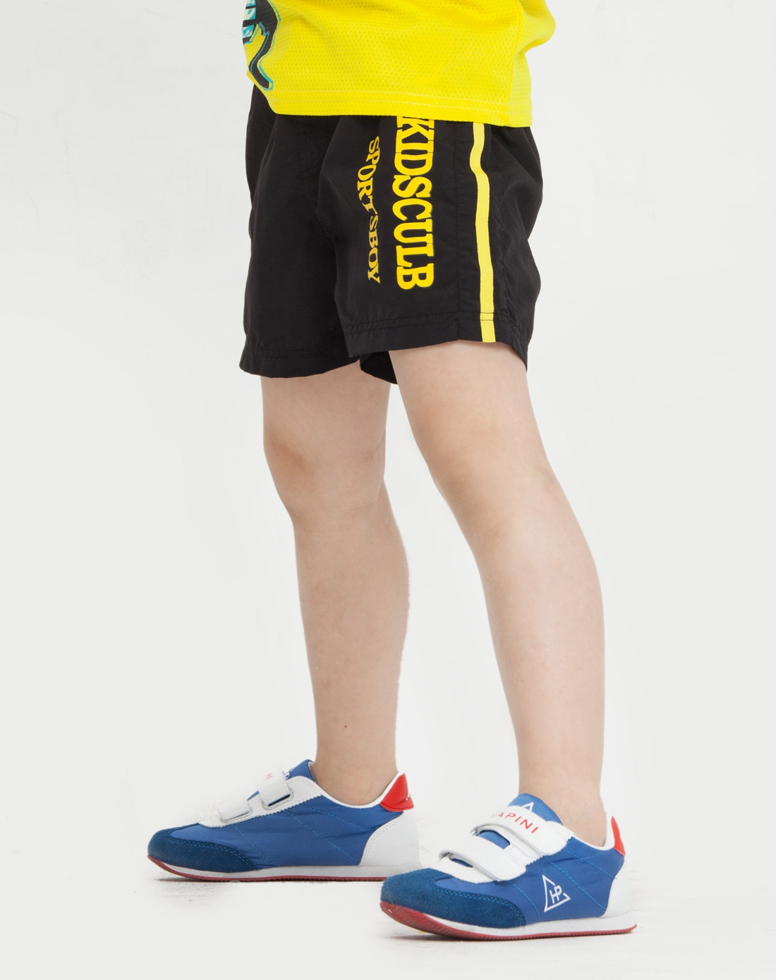 男黑色运动短裤