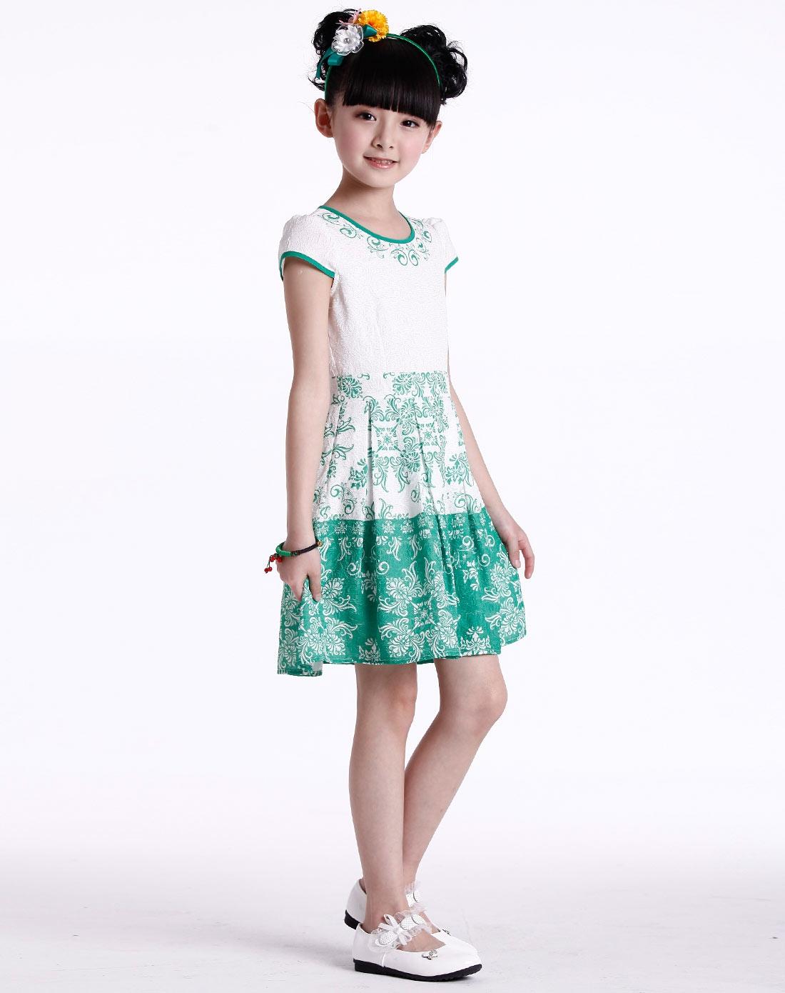 女童绿色连衣裙