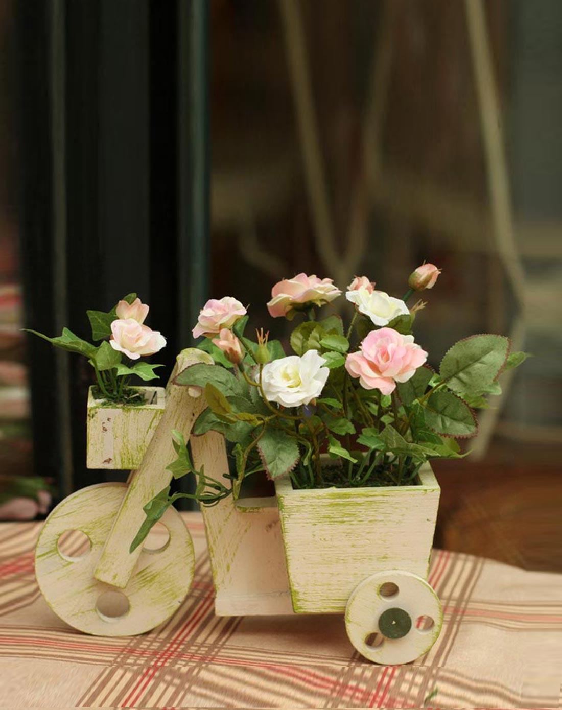 蔷薇花木头小车装饰花艺嫩白色