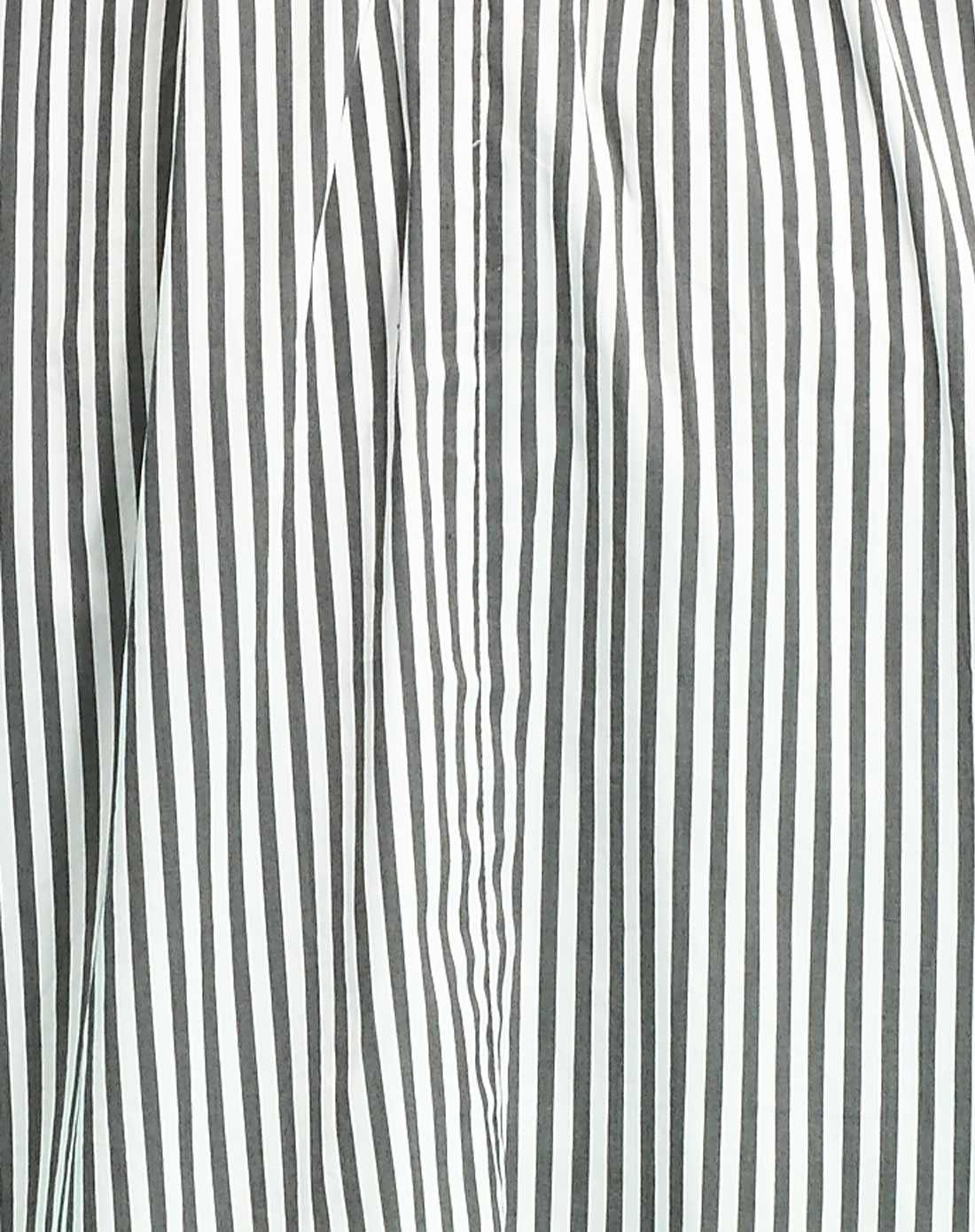 黑白色竖条纹短袖连衣裙
