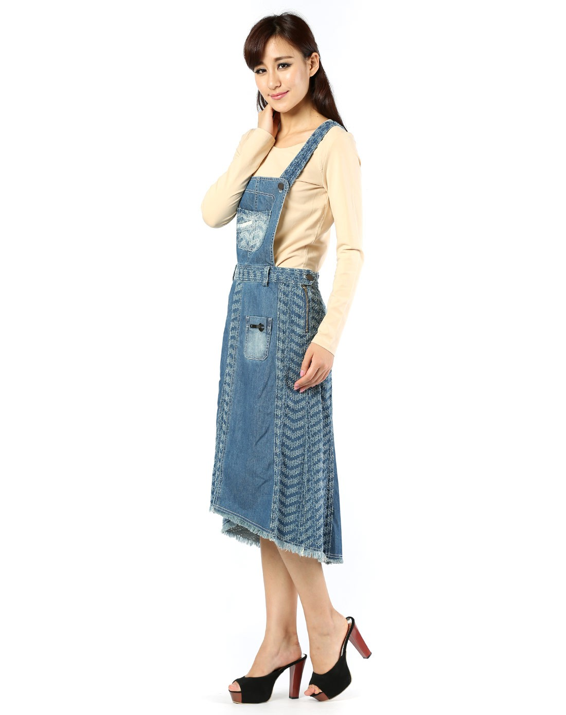 蓝色淑女背带牛仔连衣裙图片