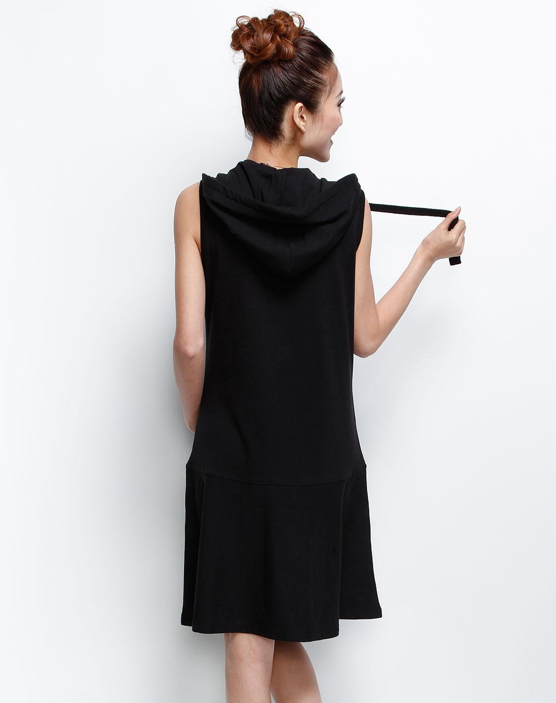 女装黑针织连衣裙