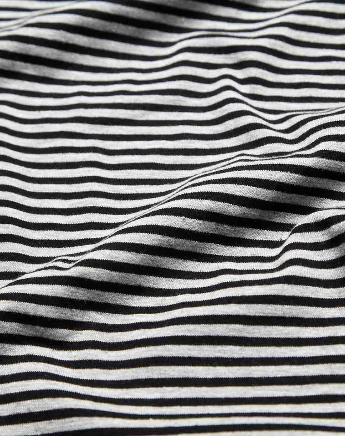 时尚条纹灰色小衫