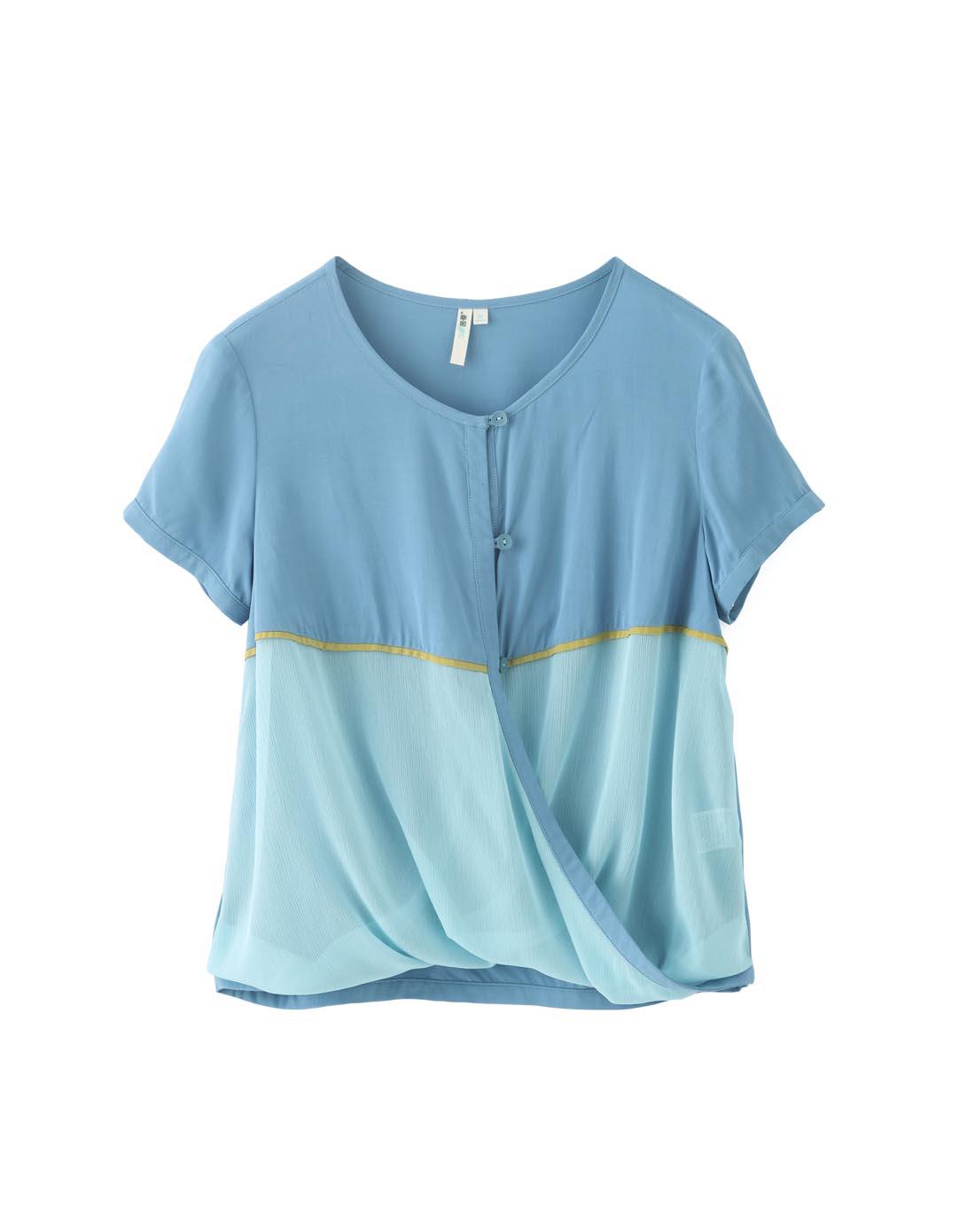 浅蓝色短袖衬衣