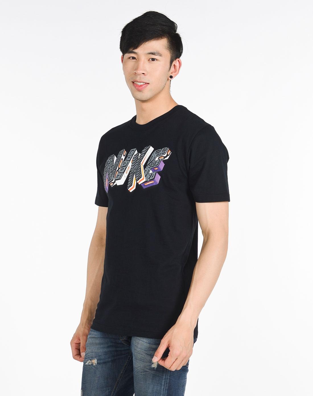 男子黑色短袖t恤