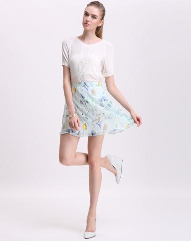 浅绿色清新印花短裙
