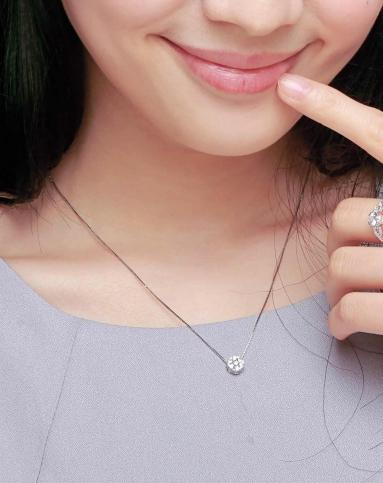 925纯银镶嵌顶级锆石梅花锁骨链-银色
