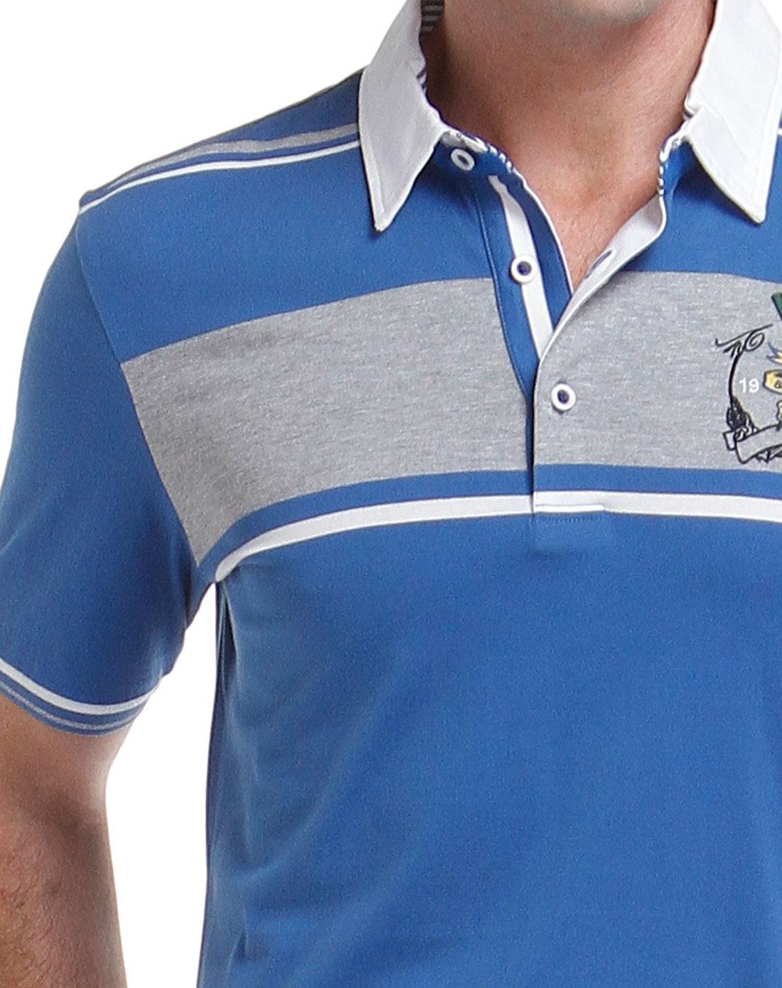 蓝色刺绣图标拼接短袖t恤