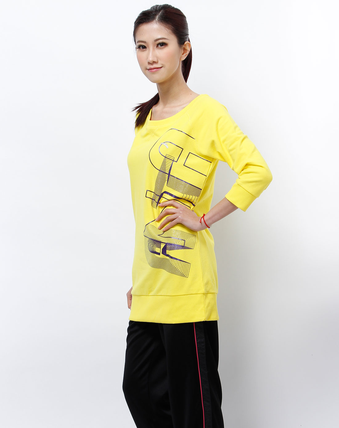 卫衣搭配女_女款黄色印图中袖卫衣
