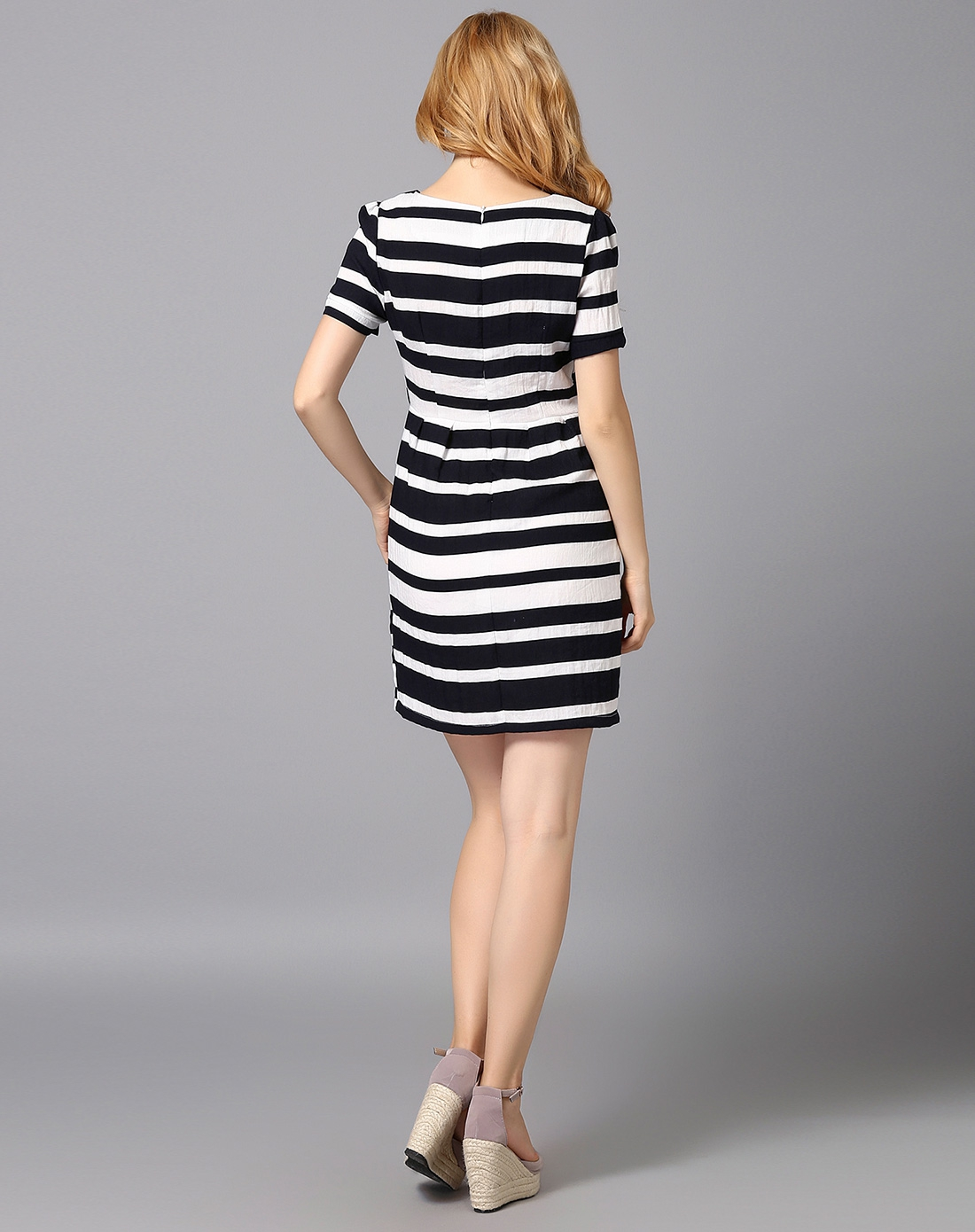 女款黑白色横条纹连衣裙