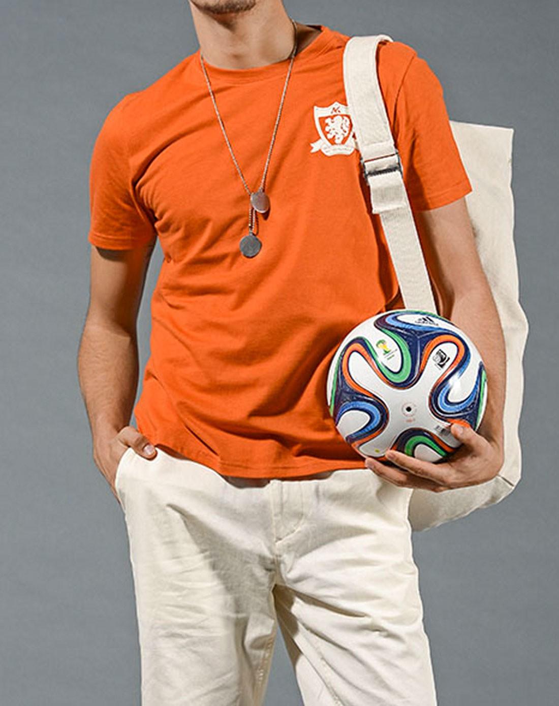 橘色衣服男生头像