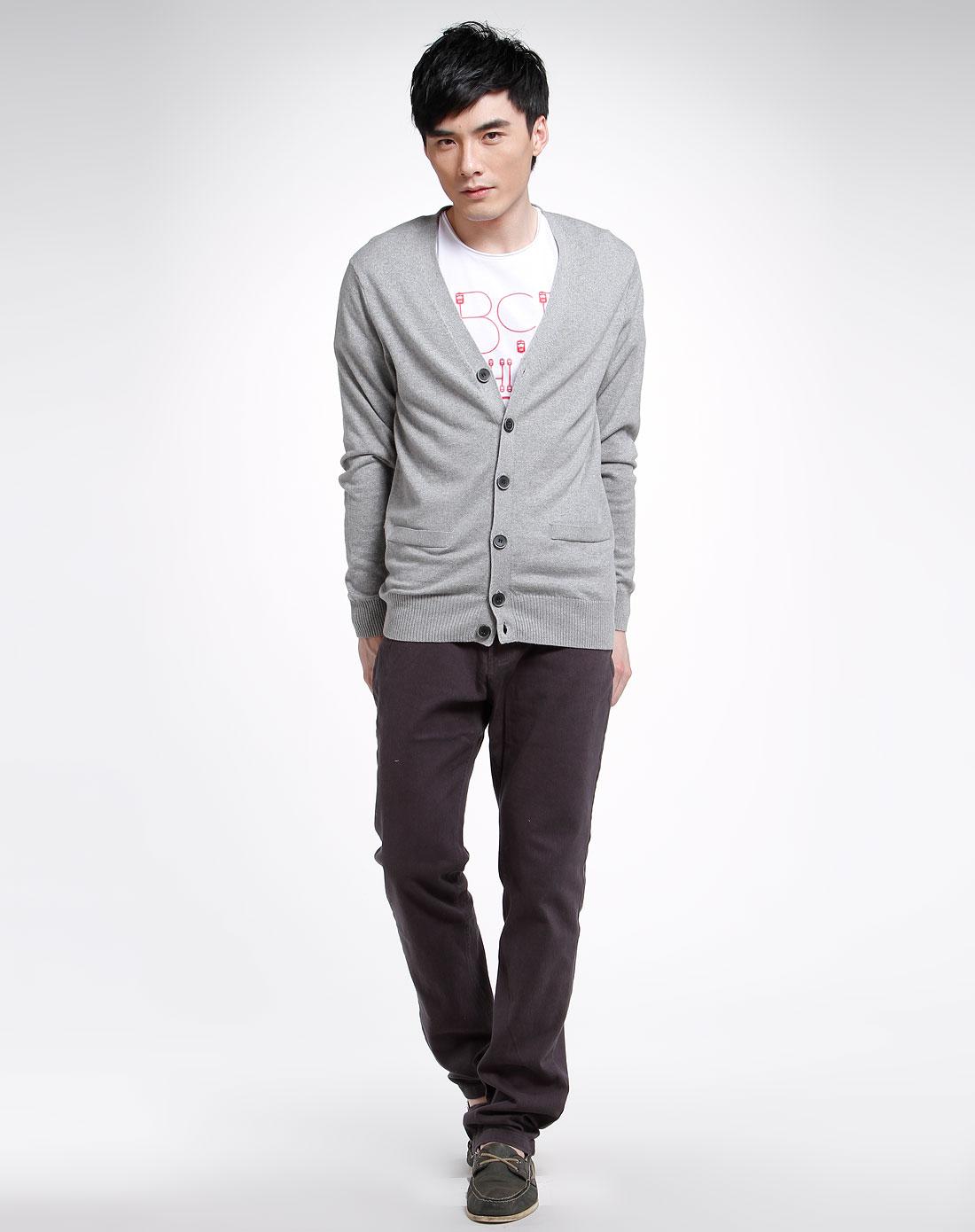 灰色衫怎么搭配上衣图片 灰色百褶裙和上衣的搭配图片