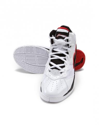 qq头像拿球鞋的男生