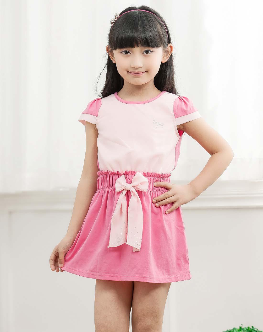 女童粉红色连衣裙