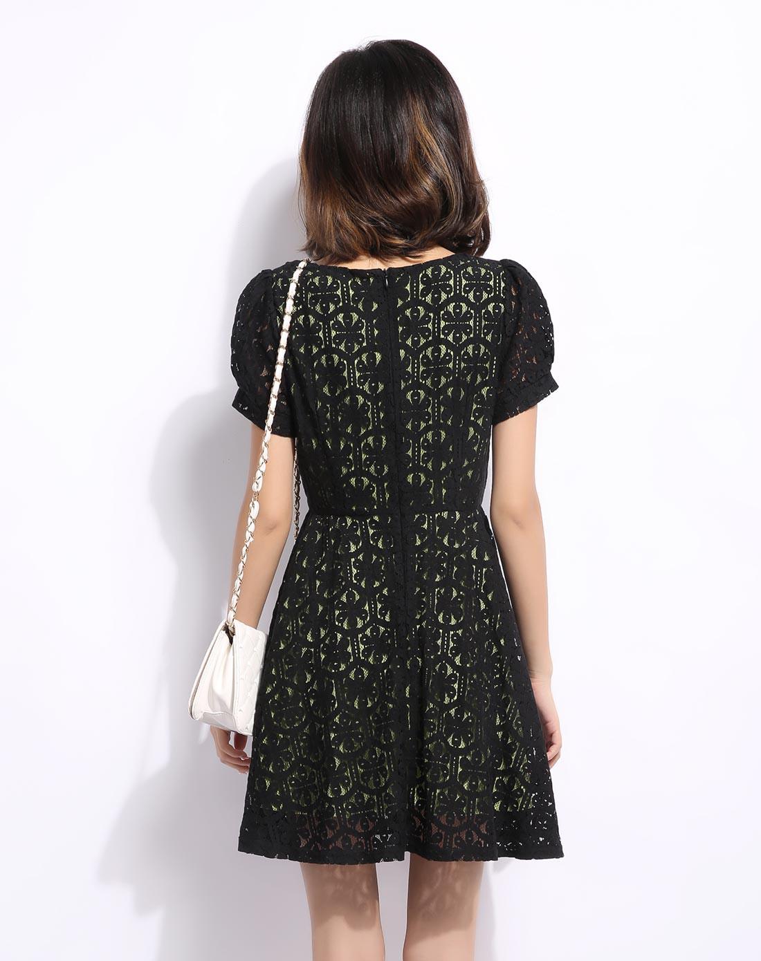 三福时尚男女装女款黑/绿色舒适镂空蕾丝短袖连衣裙32