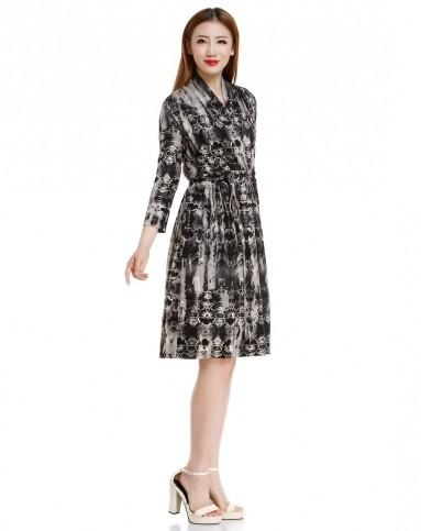 时尚大牌斜襟黑混色中袖针织连衣裙