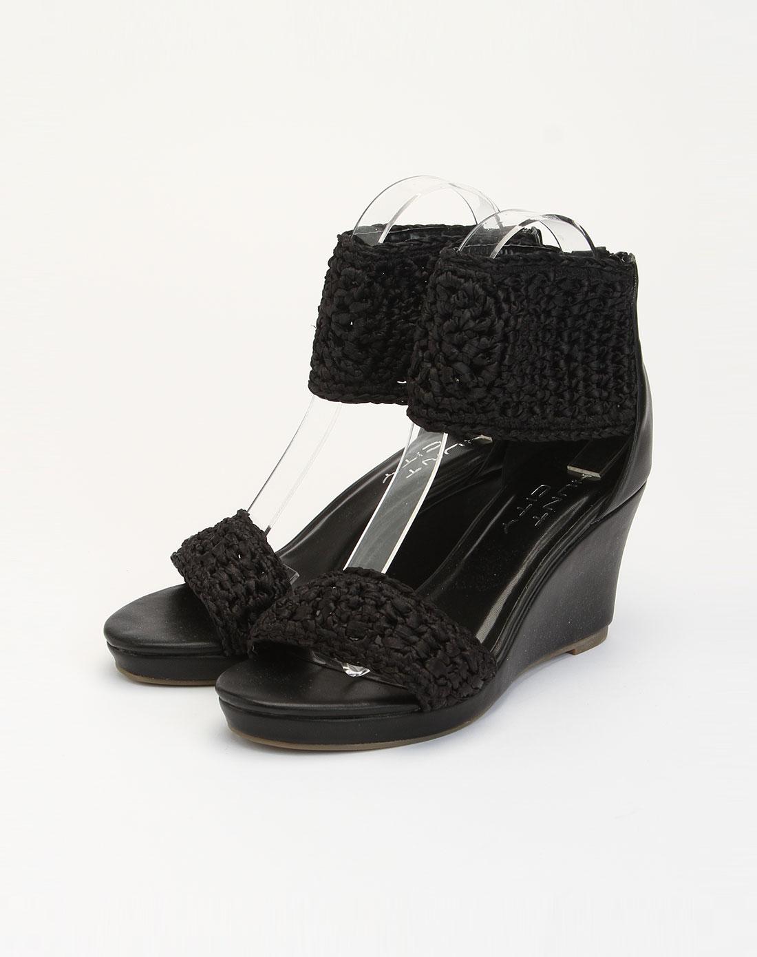 黑色时尚坡跟凉鞋