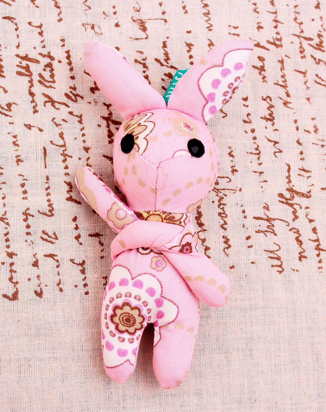 可爱兔兔挂件-玉色花朵