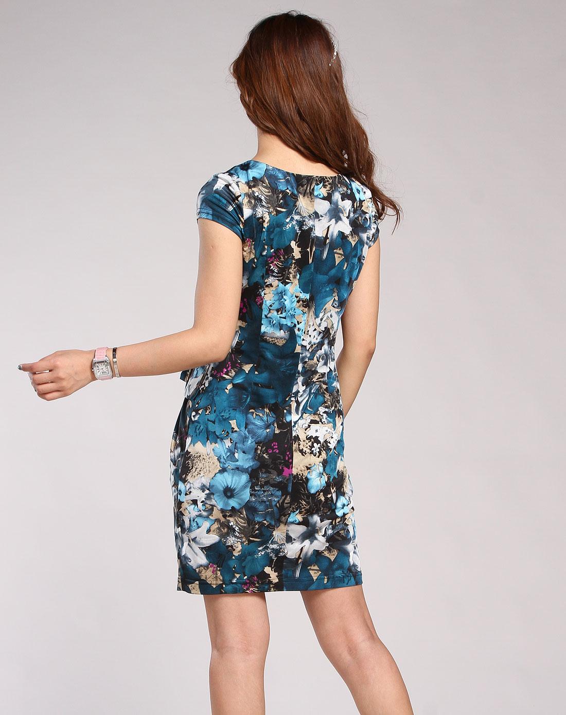 蓝色花纹短袖连衣裙