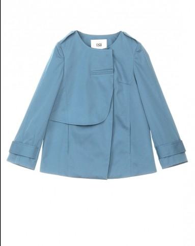 浅蓝色时尚简约风衣
