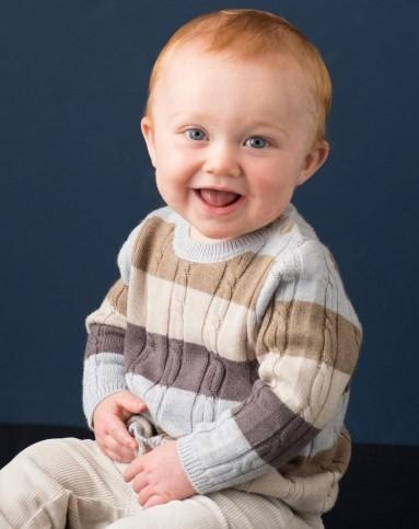 可爱婴儿男宝照片