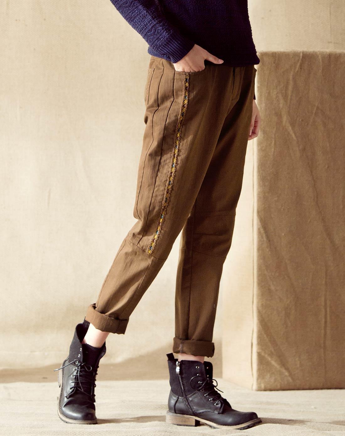 小班提裤子的步骤图